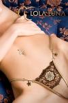 String Varna : Une rosace brodée d'esprit baroque et deux fleurs bijou couleur miel, un string étincelant.